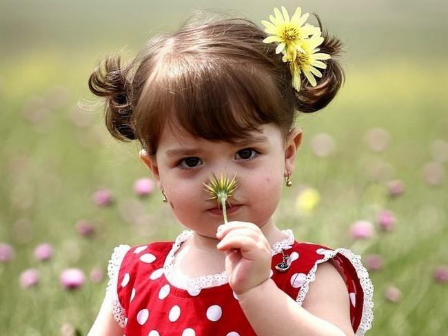 Nena de cabello corto se deja coger en el suelo - 3 9