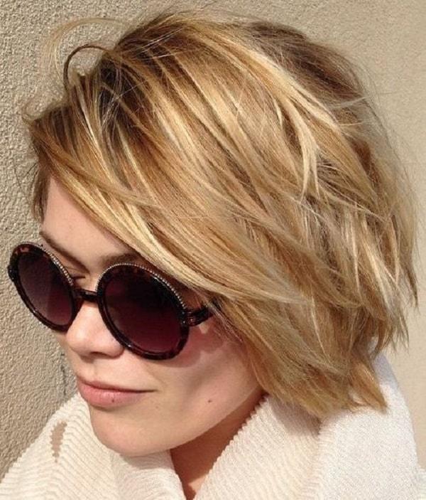 el bob corto en capas para cabello fino