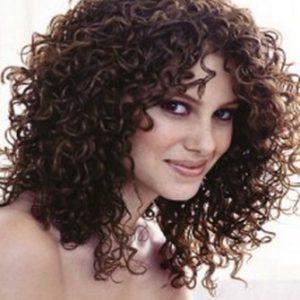 cortes-bonitos-para-el-pelo-rizado-oscuro-3