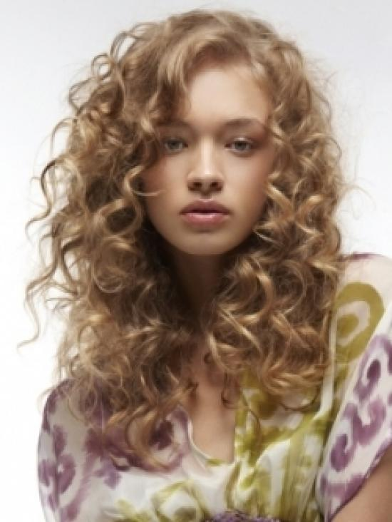 Corte escalonado para cabello ondulado