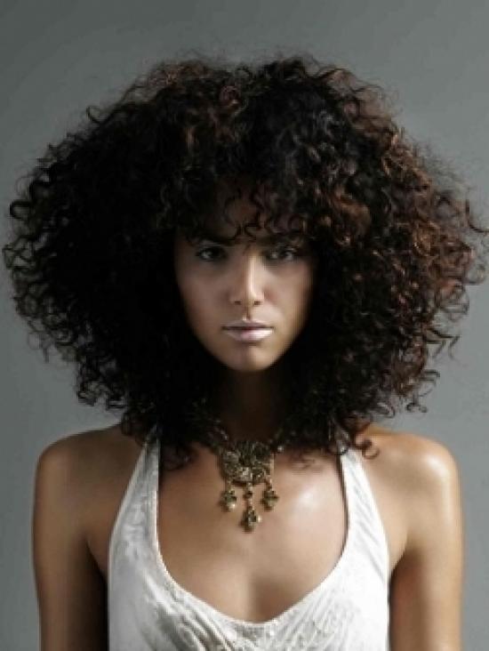 Corte de cabello escalonado largo ondulado
