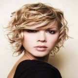 30 Mejores cortes de pelo corto rizado