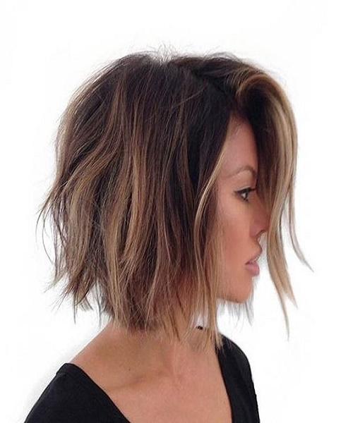 Mechas balayage pelo corto y oscuro